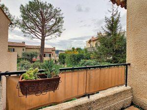 Villetta in residence con piscina immersa nel verde