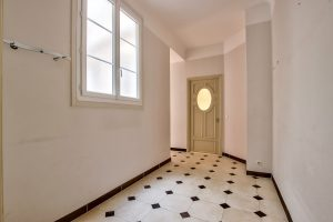 Nice – Cimiez : a large 3 bedrooms apartment, all the majesty of the Majestic, plus the sea view.