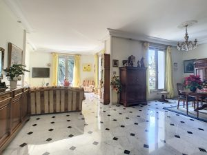 Nice Heart of Cimiez- Gorgeous 3 Bedrooms Apartment 170 sqm in bourgeois building