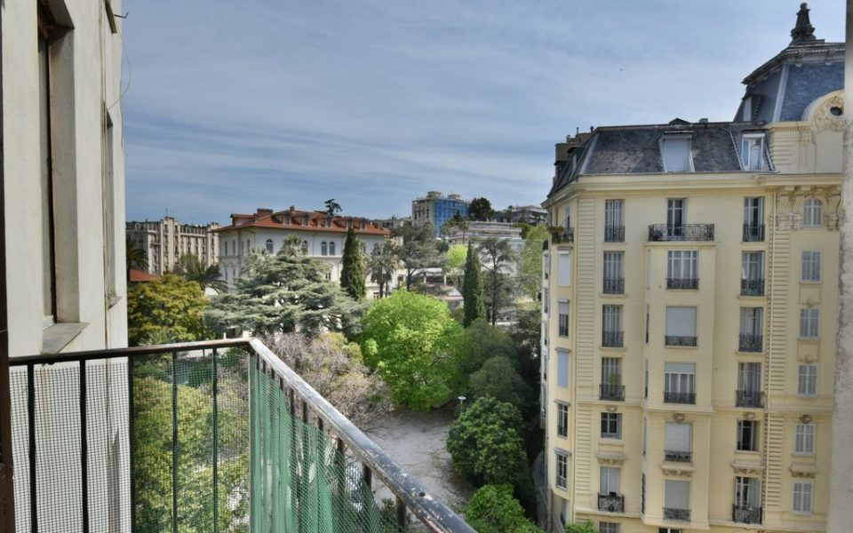 Lower Cimiez- 2 Bedrooms Apartment High Floored in Palais niçois