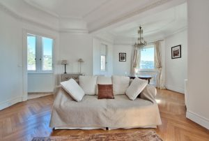 Nice Gairaut – Your One Bedroom Apartment in a Castle