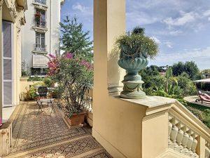 Appartamento di charme con piscina e giardino privato, unico a Cimiez