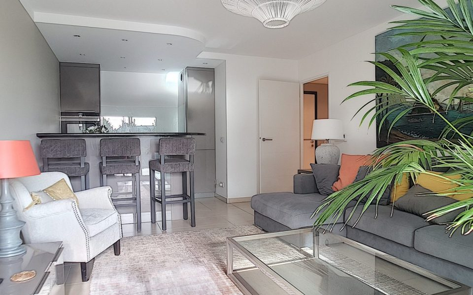 Nice Collines Fabron – Furnished 2 Bedrooms Apartment with Garden, Garage and Swimming pool