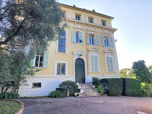 Bellissimo appartamento all'ultimo piano di una villa del 19° secolo