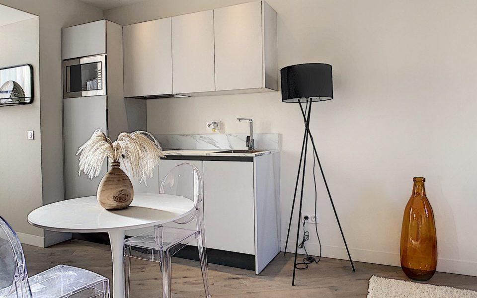 Quartier Port de Nice – Situation idéale pour superbe 2 pièces meublé : photo 3