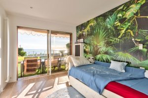 Magnificent apartment  renovated with taste, Private garden, Panoramic sea views