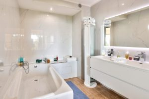 Appartement avec terrasse, jardin > 200m2  et vue mer, à quelques minutes de Monaco.