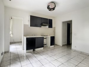 Cimiez Conservatory: Renovated 1-Bedroom Apartment with Private Car Park