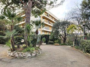Cimiez Conservatorio: 2 camere rinnovate con parcheggio privato