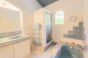 Tourrette-Levens – Grande villa provenzale su un terreno boscoso con piscina