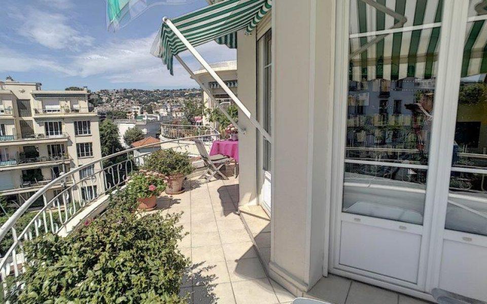 Cimiez – Bel appartamento di 3 stanze all'ultimo piano con terrazza e vista panoramica : photo 3