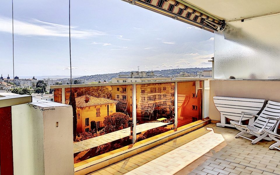 3 Bedrooms Flat 73 sqm in high floor with exceptional sea view : photo 2