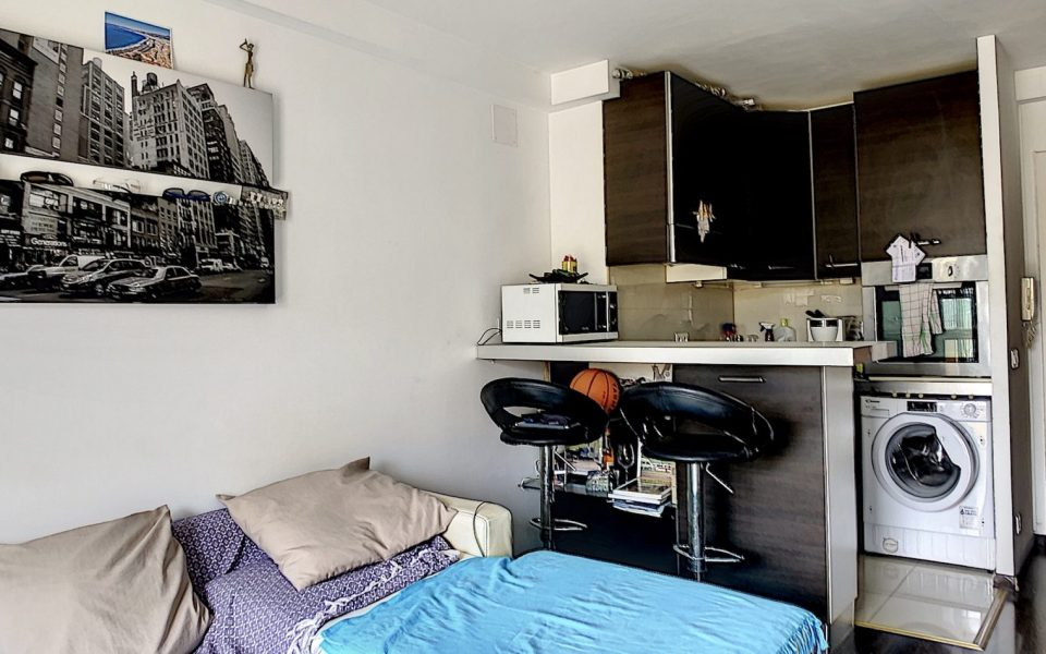 Nice North Nice studio 28 sqm sold rented in residence near amenities
