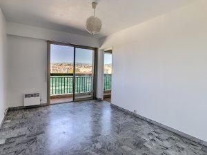 Riquier – Grazioso monolocale con balcone e vista aperta
