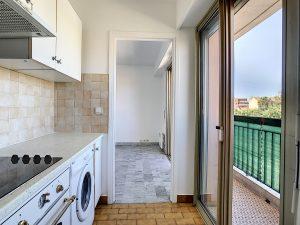 Riquier – Pleasant studio with balcony and open view