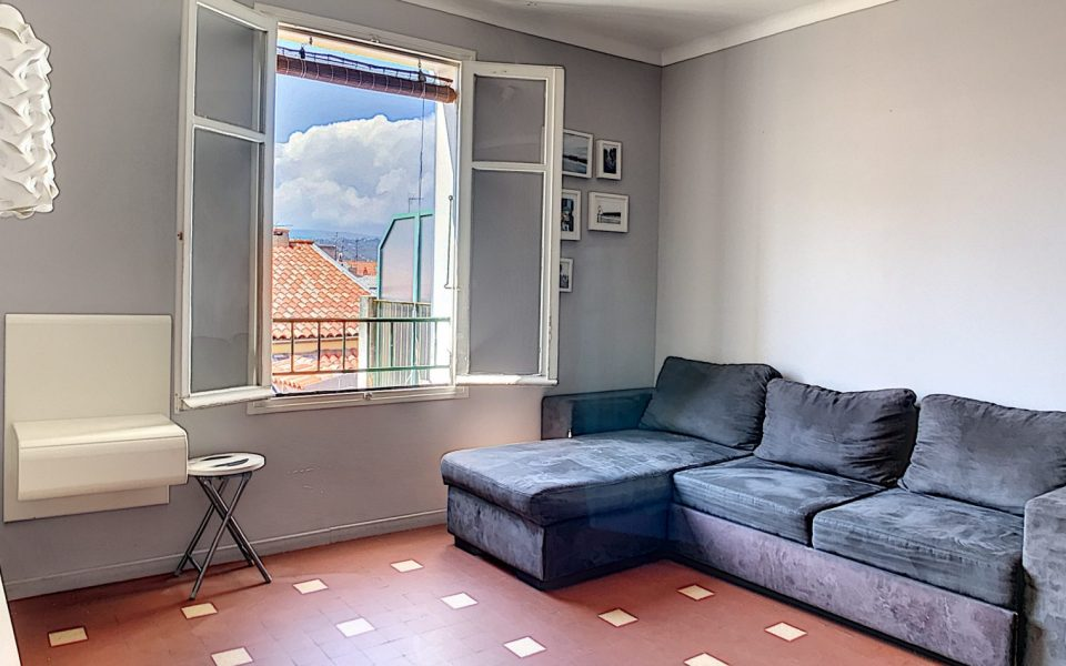 Vieux-Nice – Furnished studio 29 sqm – Balcony and open view : photo 3