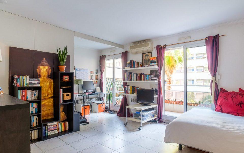 Nice proche Massena – Vaste studio au calme dans residence de luxe.