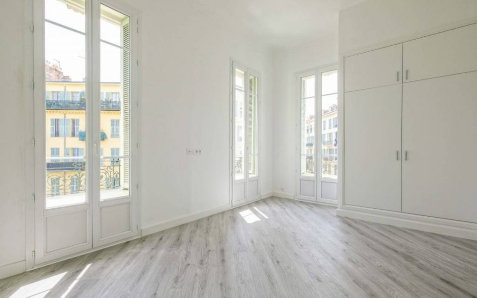 Nice Very Center – Magnificent 3 Bedrooms Apartment High Floor