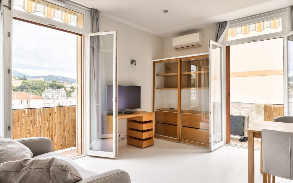 Nice – Large Studio of 29.35 sqm entirely renovated : photo 2